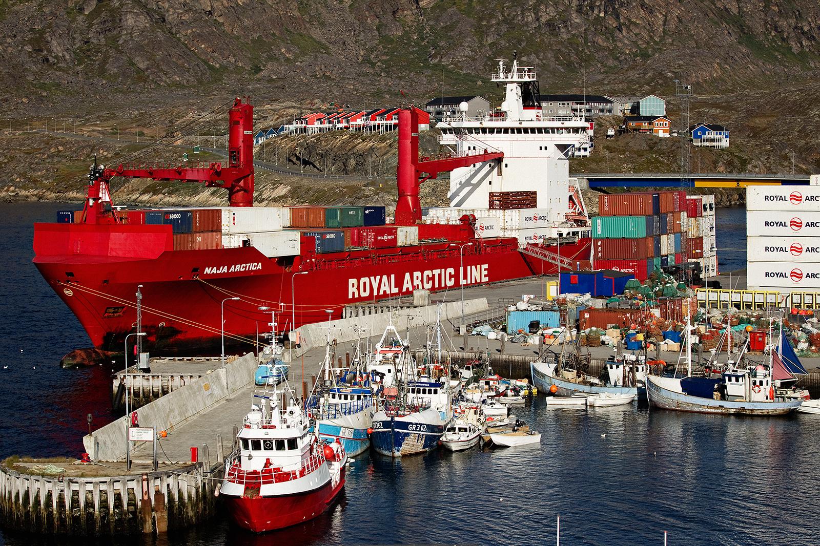 Arctic Line : Naja arctica royal arctic line